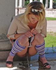 Preview Dirty Public Nudity - Blonde babe wearing skirt peeing in sidewalk