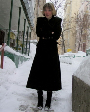 Preview Dirty Public Nudity - Short haired babe urinating in snow just for fun