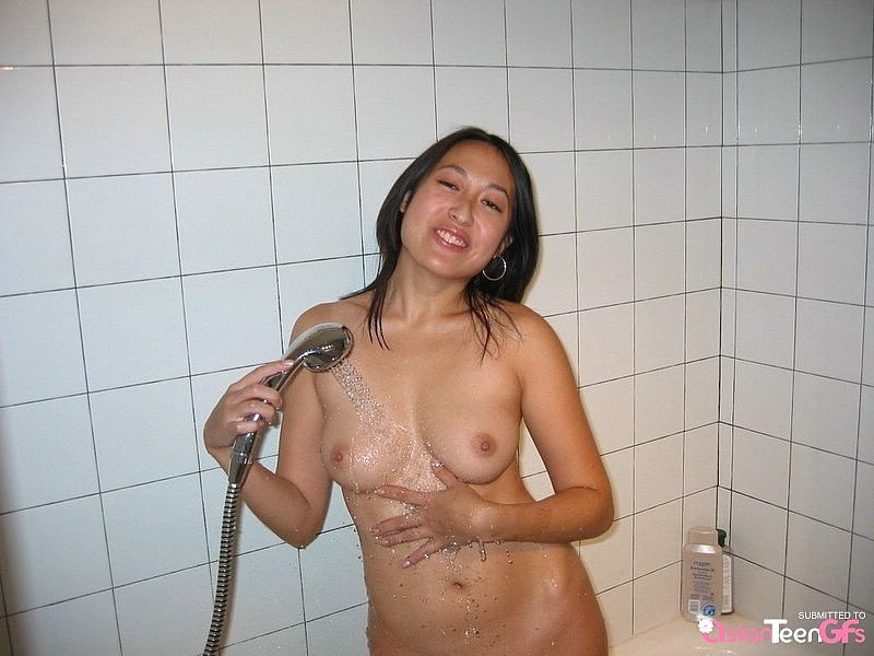 Aamazing Asian Amateur Takes A Shower - IcePorncom