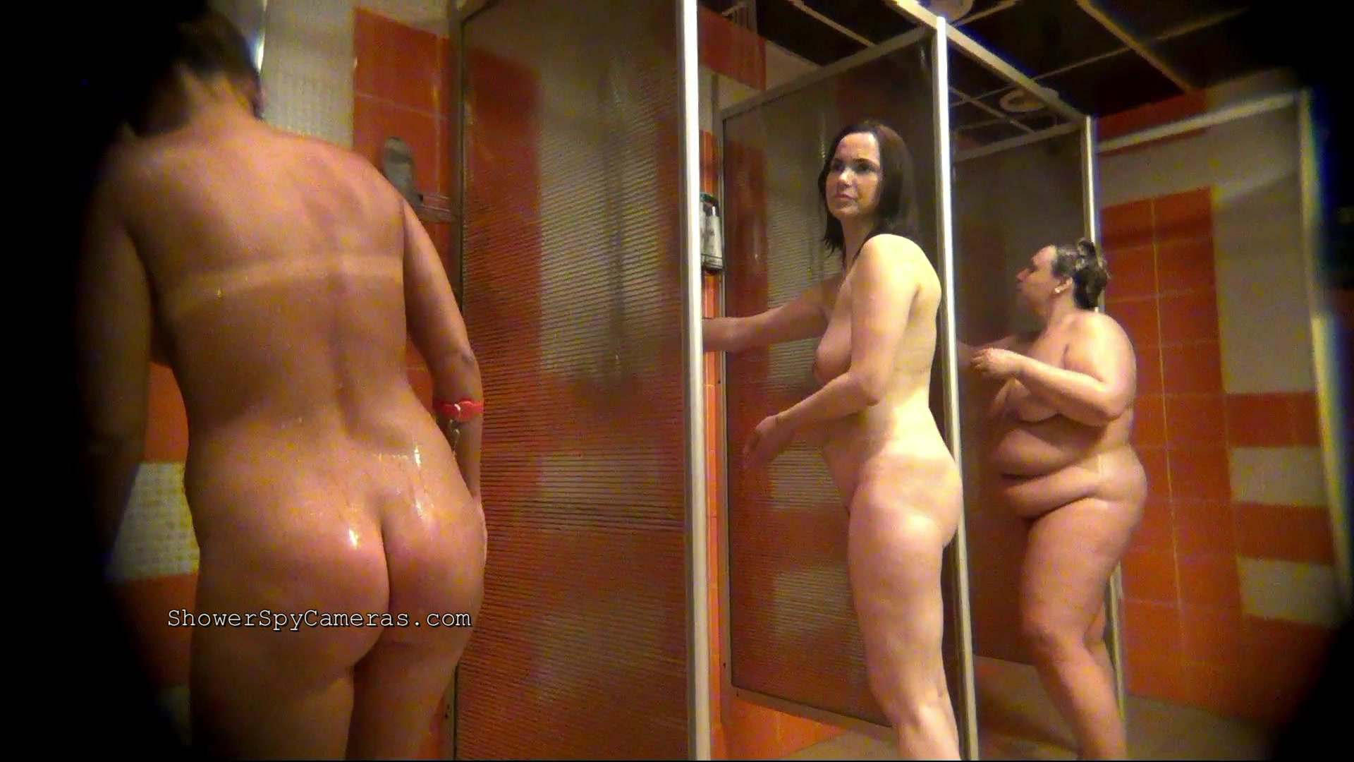 Spying on naked naked mom in shower
